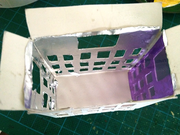 stop motion cylindre rotating city inside building with papier aluminium