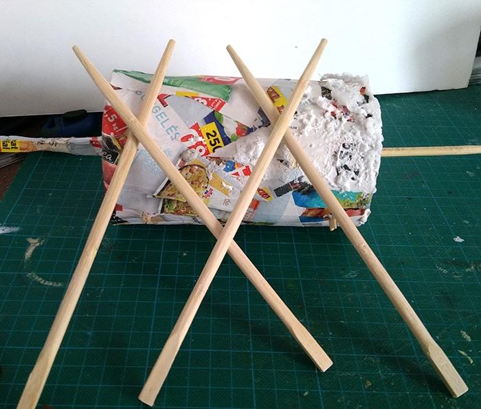 stop motion cylindre rotating city papier mache structure en bois baguette chinoise